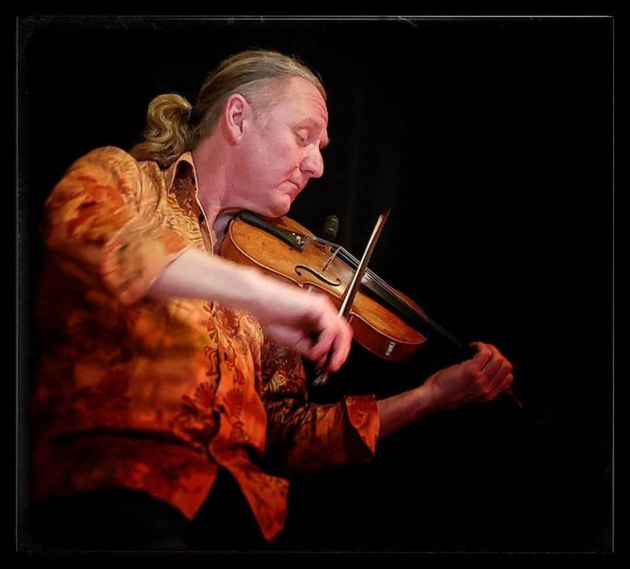 Artisan violinist