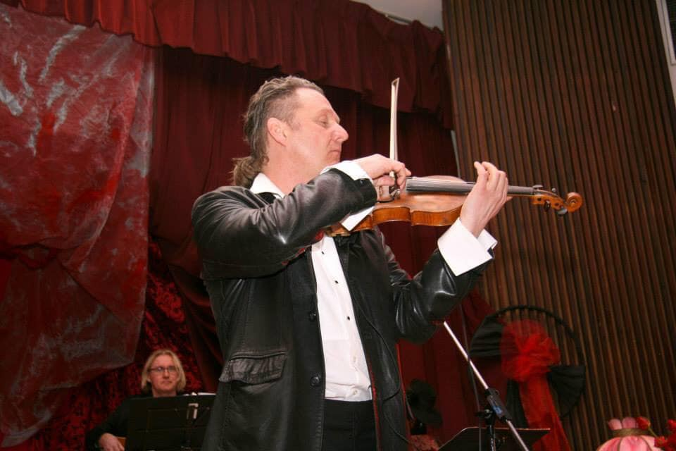 Violinist playing classical, world, pop top 40 music for events