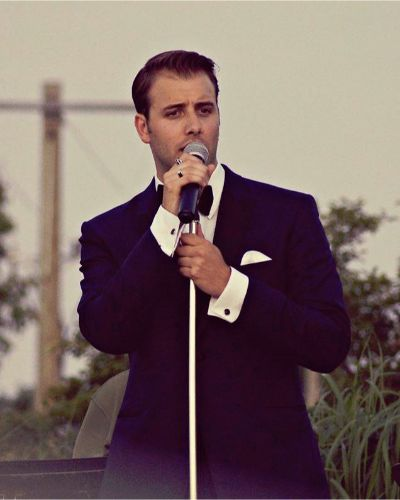 vocalist and actor sings music from 40s 50s 60s crooner